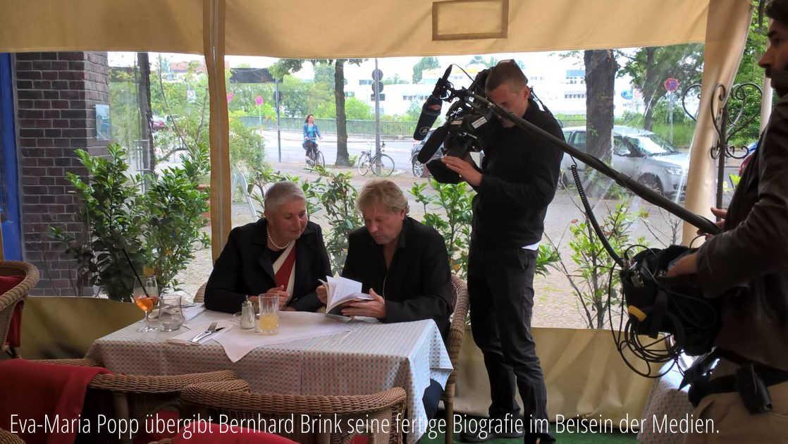 Chefredaktion, Ghostwriterin, Kolumnistin: Eva-Maria Popp in Brisant mit Bernhard Brink