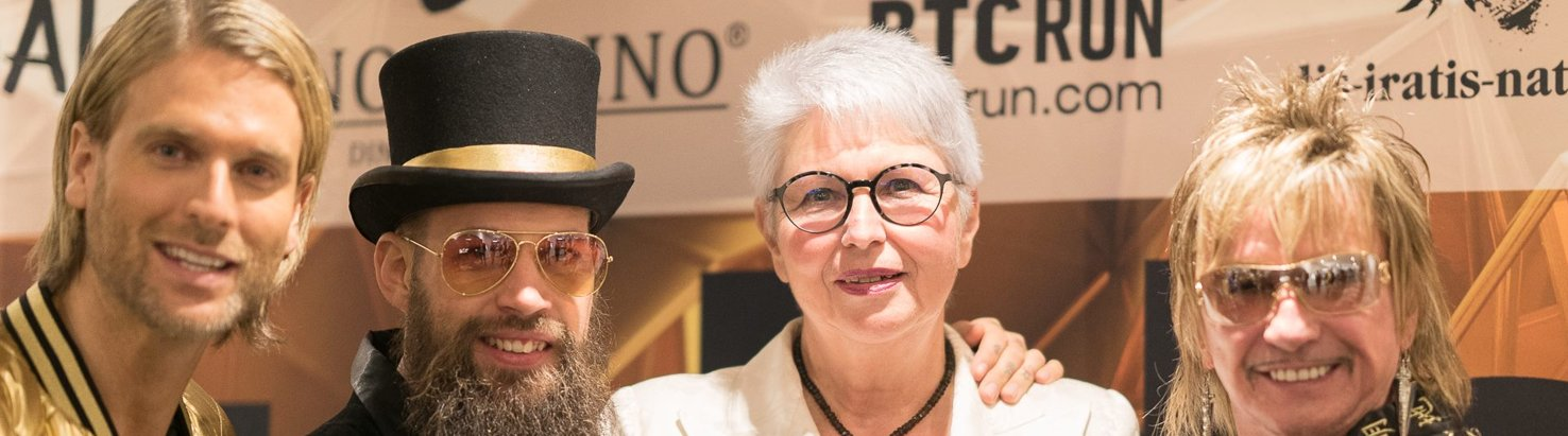 Eva-Maria Popp auf der Goldenupyourlife Party in Kitzbühl mit BertWollersheim